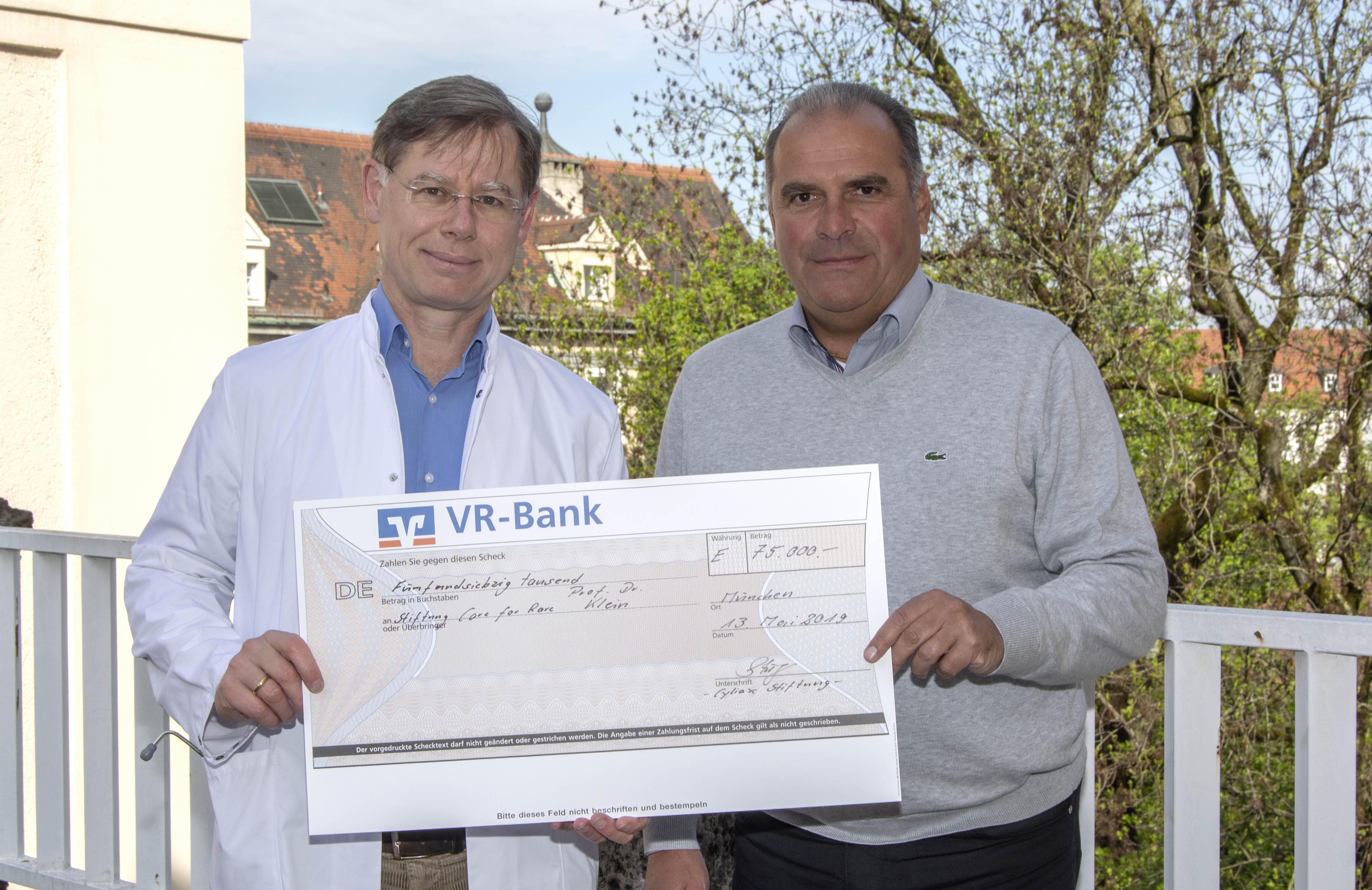 Spendenübergabe an Prof. Dr. Christoph Klein / Haunersche Kinderklinik / Care-for-Rare Foundation